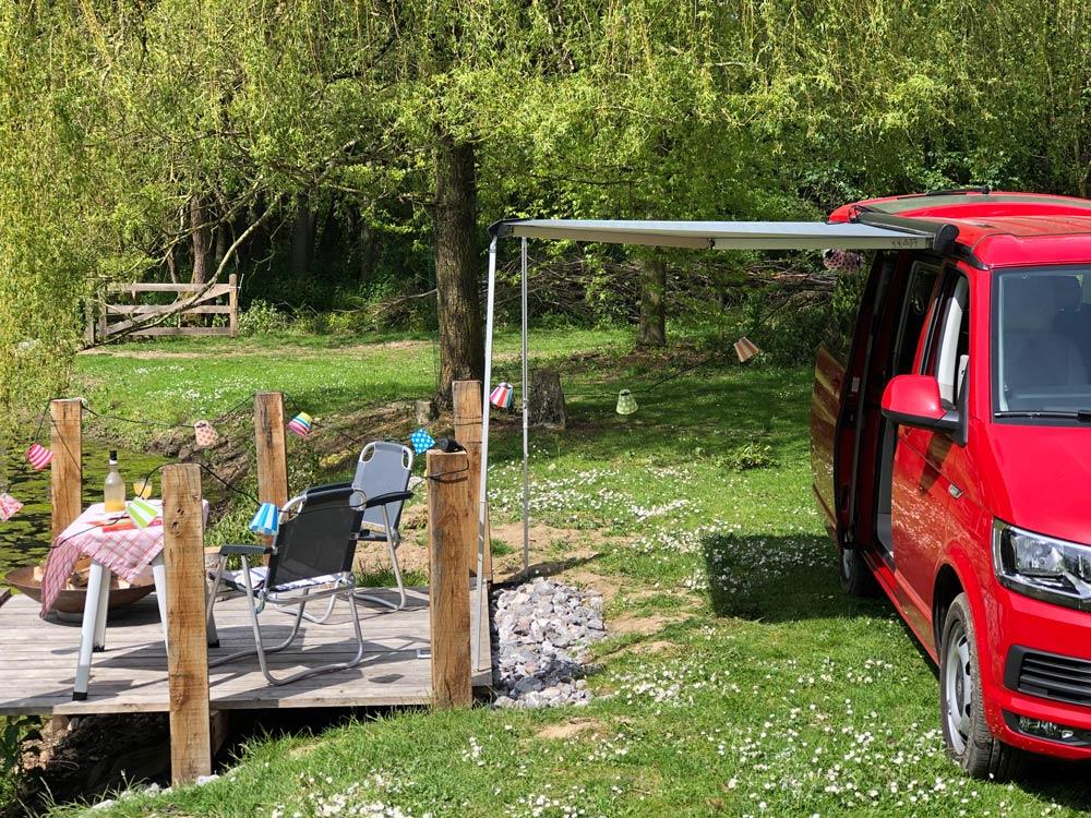 kampeerplaats-camper-water